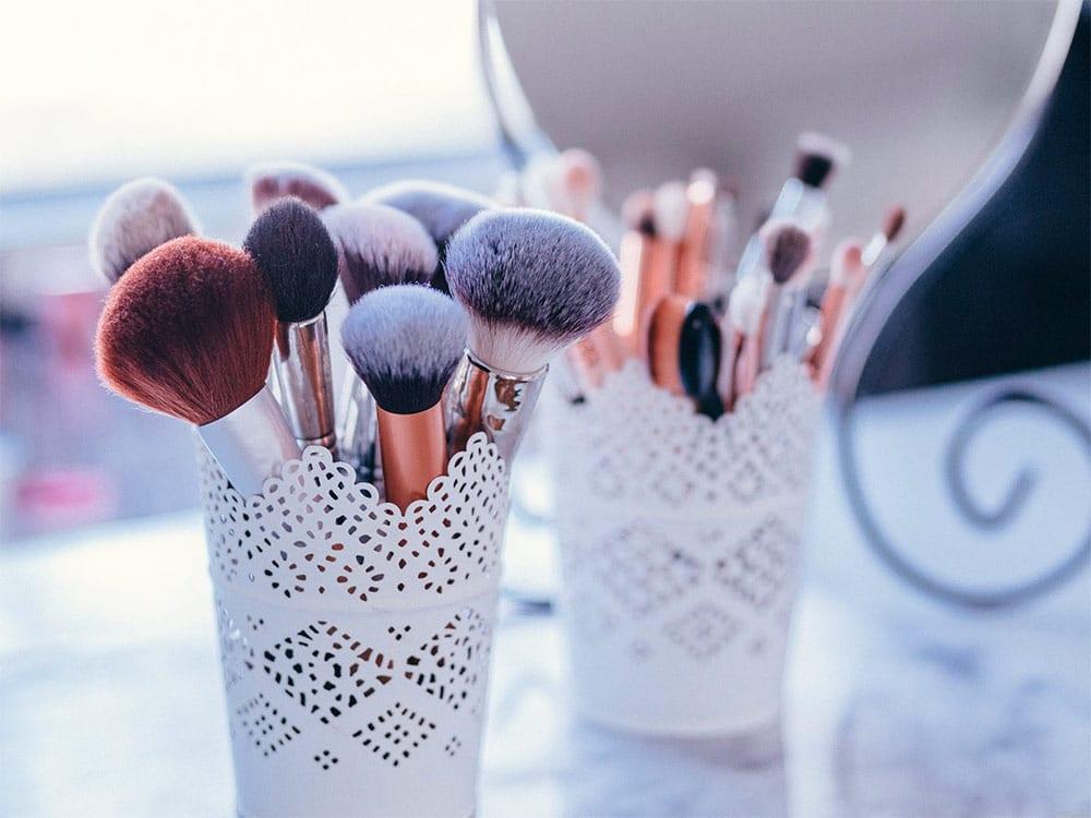 Descubra 7 marcas baratas de pincéis de maquiagem para montar o seu kit!