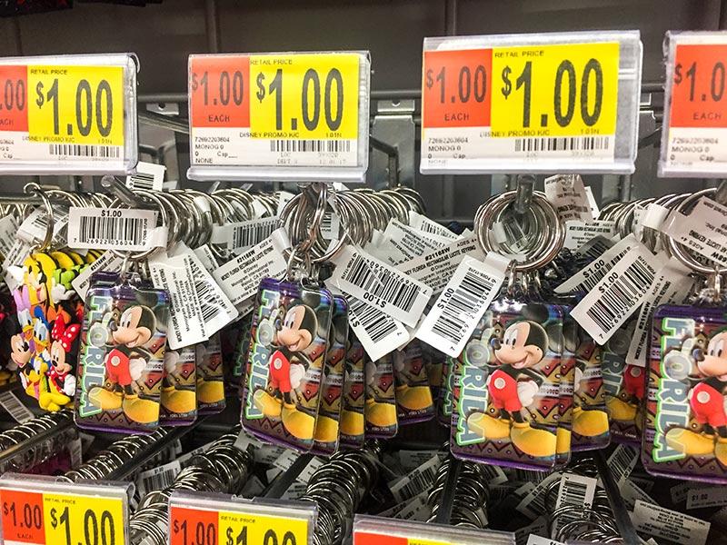 Veja como economizar na Disney na hora de comprar lembrancinhas ou outros presentes!