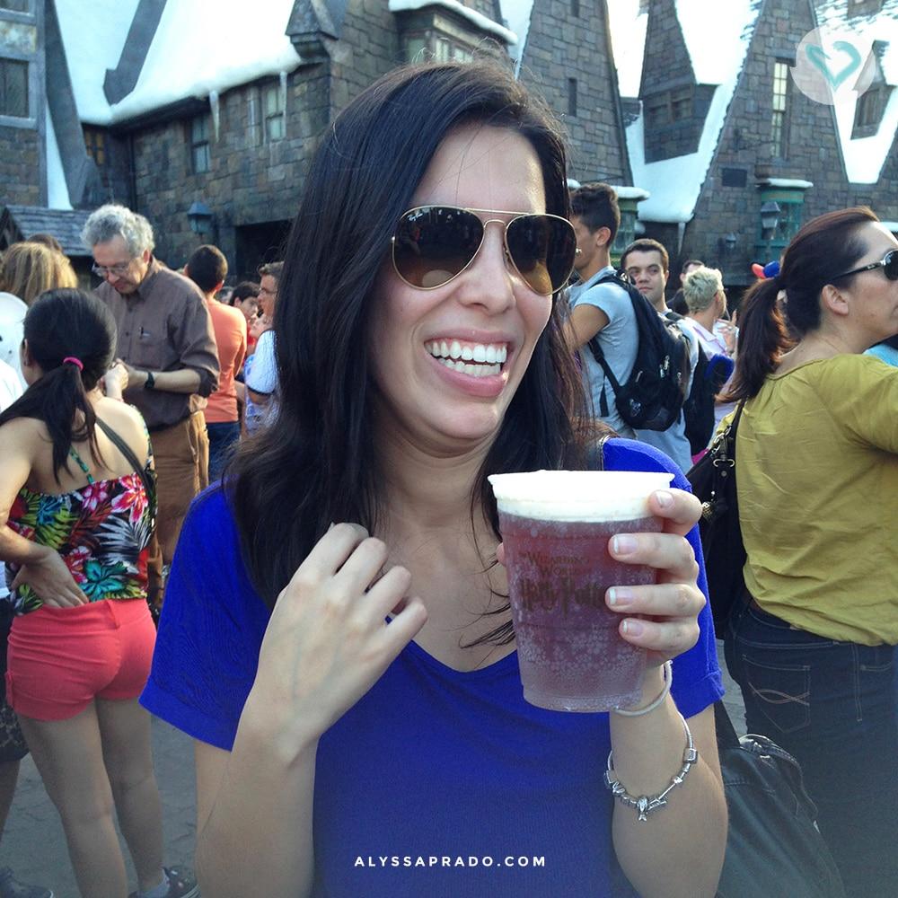 Cerveja amanteigada? Feijõezinhos de todos os sabores? No mundo do Harry Potter, na Universal Studios, você pode provar tudo isso! Clique no link e descubra 10 coisas que você PRECISA fazer na sua primeira viagem a Orlando!