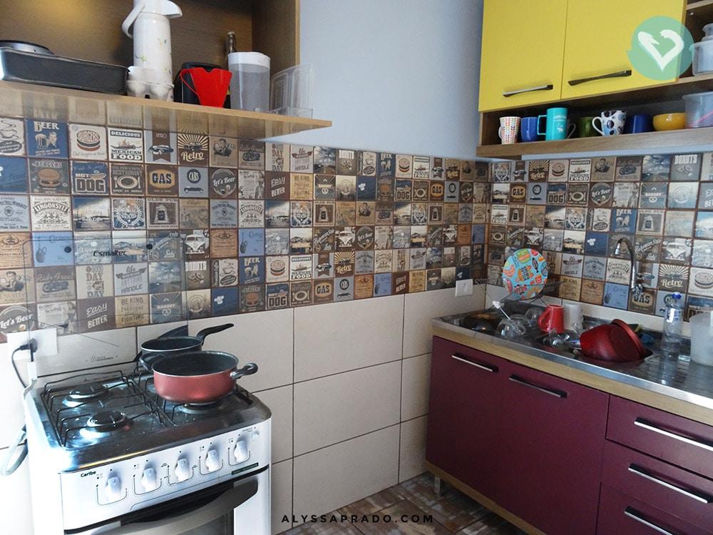 Procurando um lugar para se hospedar em Curitiba com cozinha para não gastar comendo fora? Então você precisa conhecer o Social Hostel Café & Bar, no centro da cidade! Clique no link e leia a resenha completa!
