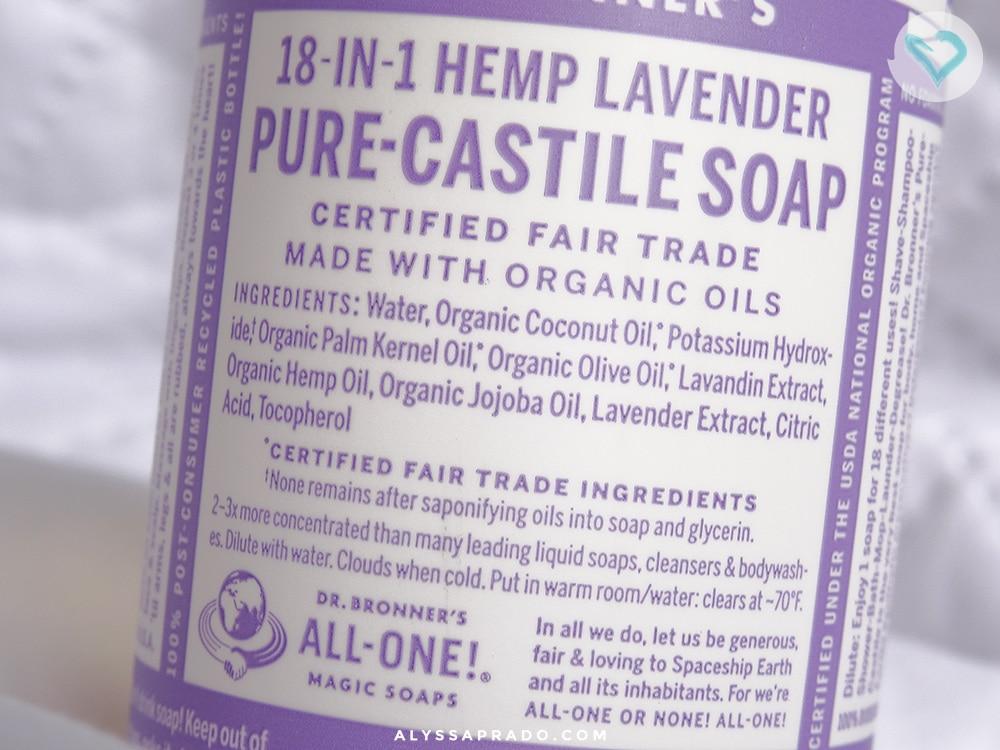 Com óleo de coco e jojoba, o Dr. Bronner's Magic Soap é um favorito na hora de remover a maquiagem e limpar os pincéis! Clique no link para descobrir tudo sobre esse produto!