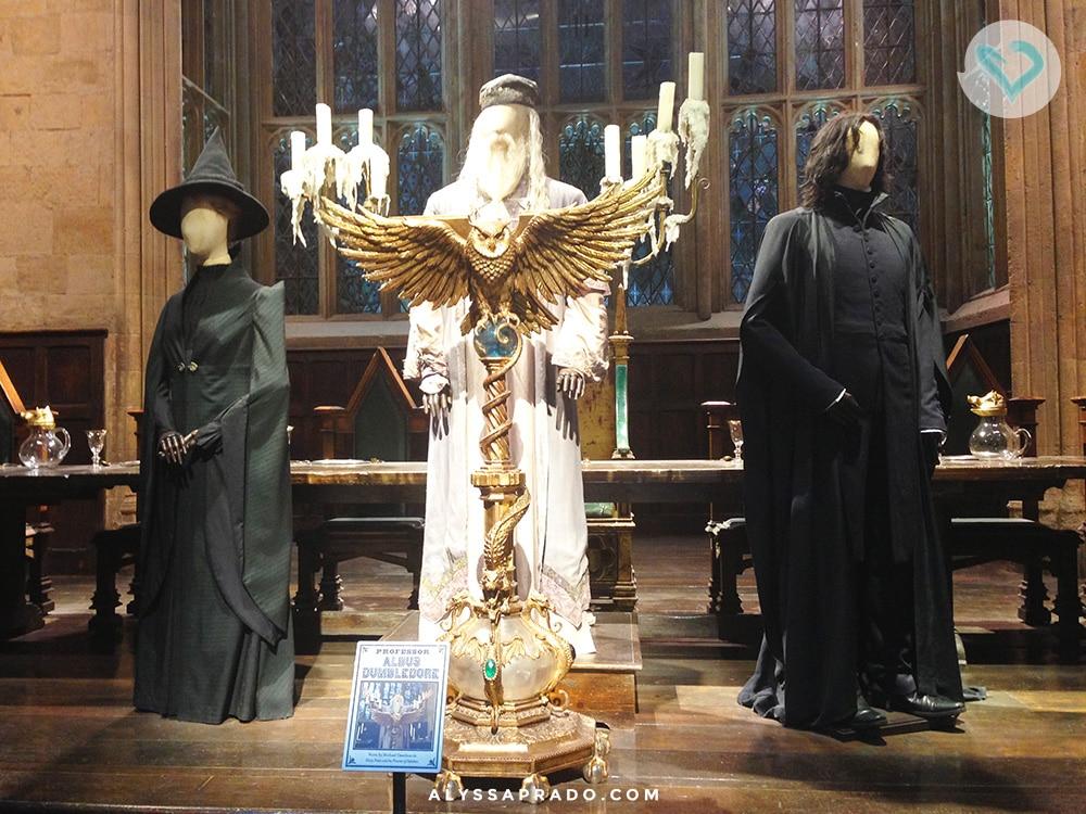 Quer saber como eu consegui ver os figurinos originais dos professores de Hogwarts? Então clique no link e descubra como visitar os estúdios do Harry Potter em Londres!