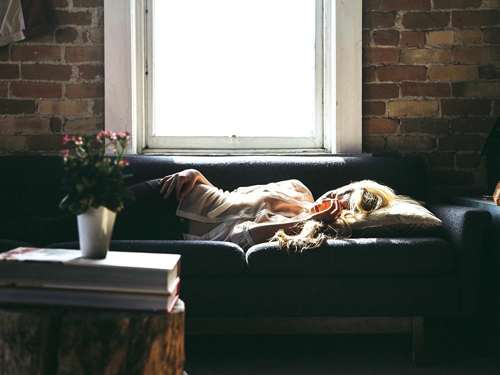 Já imaginou dormir no sofá de um estranho? Essa é a proposta do Couchsurfing, rede de viajantes mundial. Clique no link para conhecer tudo sobre!