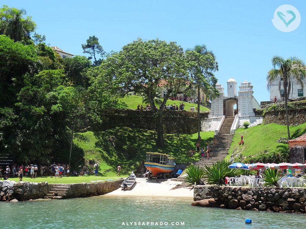 Uma das partes do passeio de escuna em Florianópolis é conhecer a fortaleza de Anhatomirim!