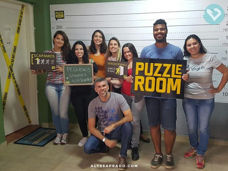 Foto do grupo dos blogueiros de viagem no Puzzle Room Brasil! Clique no link para ler sobre a nossa experiência!