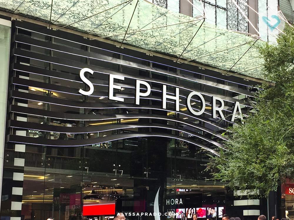 Sabia que a Sephora também é uma ótima opção de loja para comprar maquiagens na Austrália? Pois é, mas com certeza não é a única! Descubra nesse post outras 5 lojas que vendem produtos de beleza para todos os bolsos na terra dos cangurus.