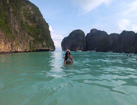 Maya Bay praticamente vazia, essa é a vantagem de fazer o Sunrise Phi Phi Tour! Conheça tudo sobre esse passeio clicando no link!