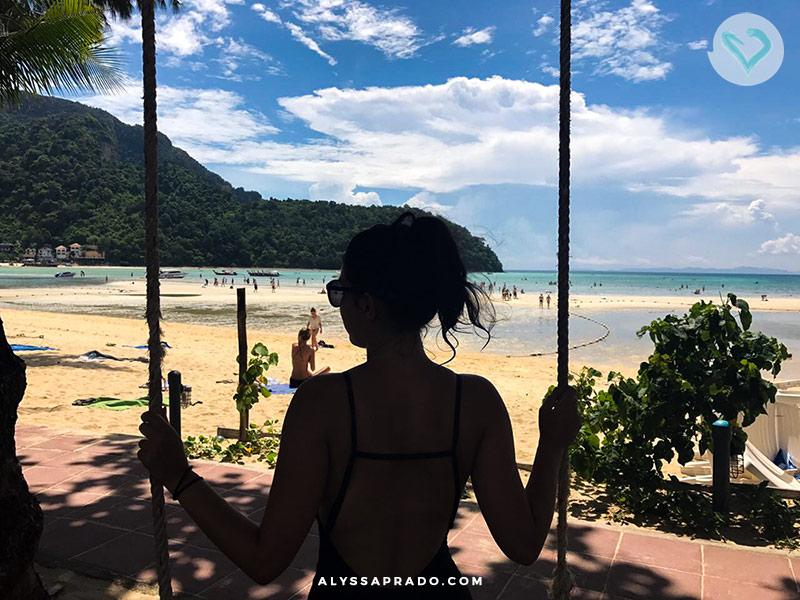 Não ficar mais tempo em phi phi foi um dos maiores erros que eu cometi na minha viagem para Tailândia! Descubra os outros e evite passar por eles também nesse post!