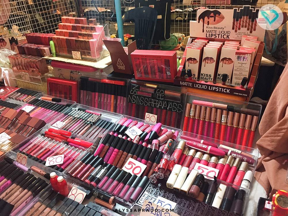 Quando for comprar maquiagem em Bangkok, evite os camelôs! Eles são cheios de falsificações e os produtos podem te dar uma reação alérgica. Conheça onde comprar maquiagem de qualidade nesse post!