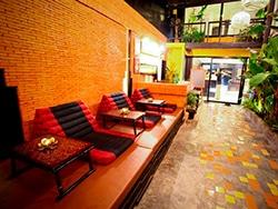 O Nappark Hostel fica pertinho da Khao San Road, rua badalada para noites a la Bangkok! Descubra onde se hospedar na Tailândia nesse post!