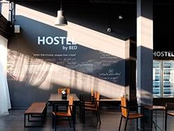 O Hostel by BED é um hostel moderno, ideal para viajantes econômicos em Chiang Mai! Conheça outros lugares onde se hospedar na Tailândia nesse post!