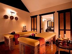 O spa do Tamarind Village tem funcionários super bem treinados para antender os hóspedes! Conheça esse e outros hotéis onde se hospedar na Tailândia nesse post!