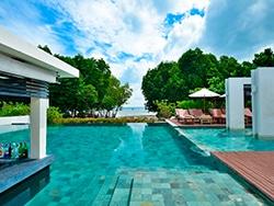 O Bhu Nga Thani Resort & Spa é um dos hotéis incríveis para se hospedar em Railay Beach! Conheça esse e outros lugares onde se hospedar na Tailândia nesse post!