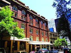 Uma opção de hospedagem barata no centro é o Base Hostel! Confira esse e outros hotéis onde se hospedar em Sydney nesse post!