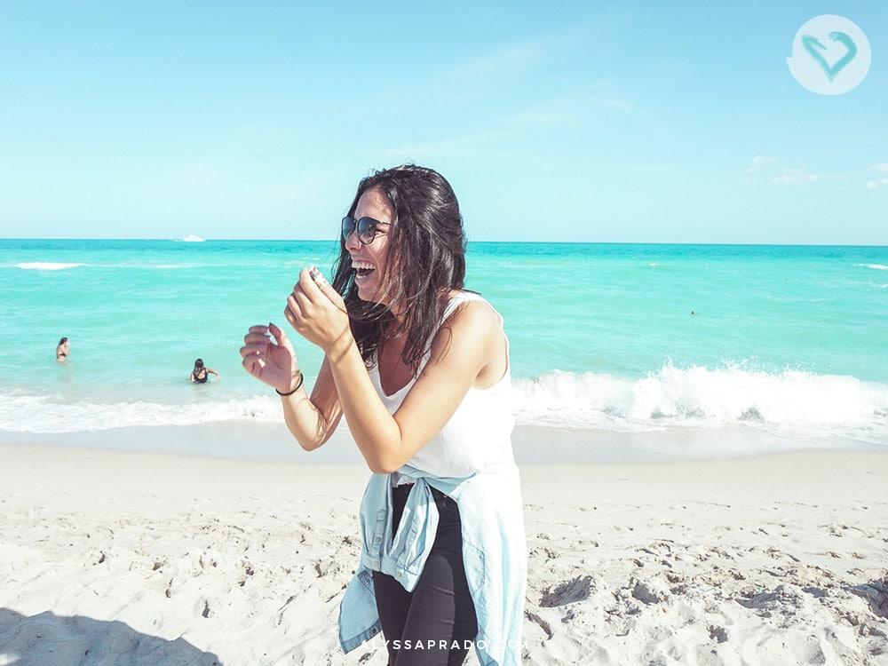 Descubra o que fazer em Miami nesse roteiro de até 3 dias na cidade! Um dos passeios é a famosa South Beach, praia de águas cristalinas!