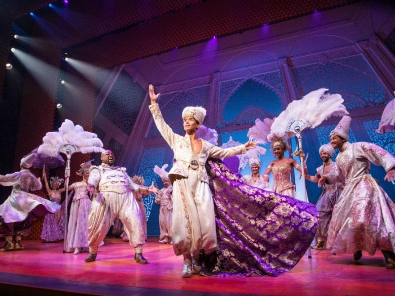 Descubra porque você precisa assistir ao show do Aladdin na Broadway em Nova York!