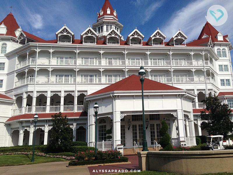 Descubra os tipos de hospedagem em Orlando: casas, hotéis e hotéis dentro da Disney! Veja qual é a melhor opção para a sua viagem nesse post!
