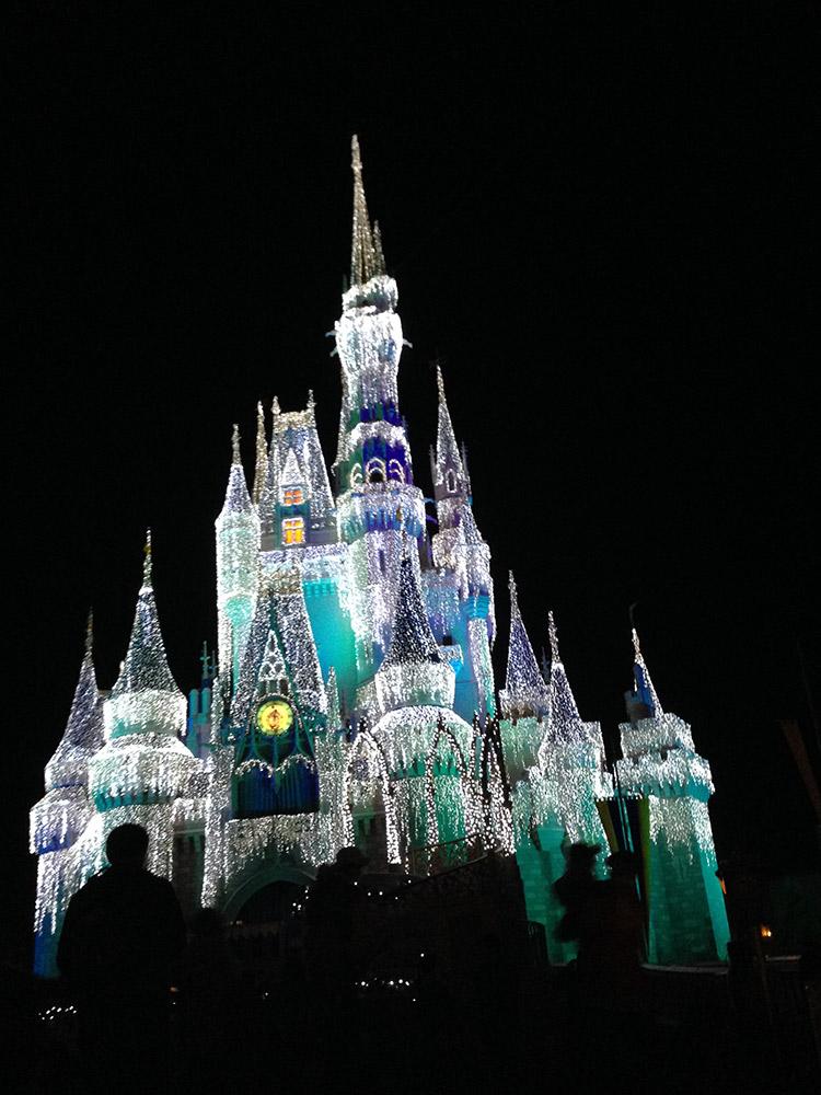Descubra quanto custa viajar para Disney. Preços, orçamento e dicas para economizar na terra da magia!