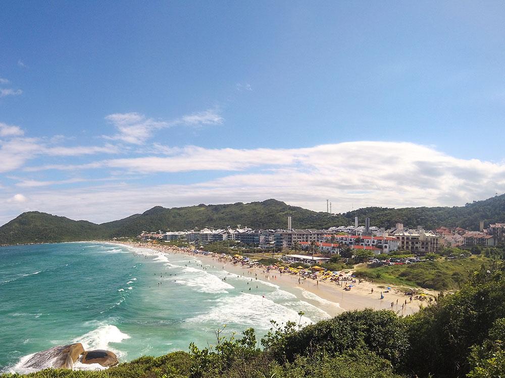 Praia Brava. Descubra as melhores praias de Florianópolis nesse post!