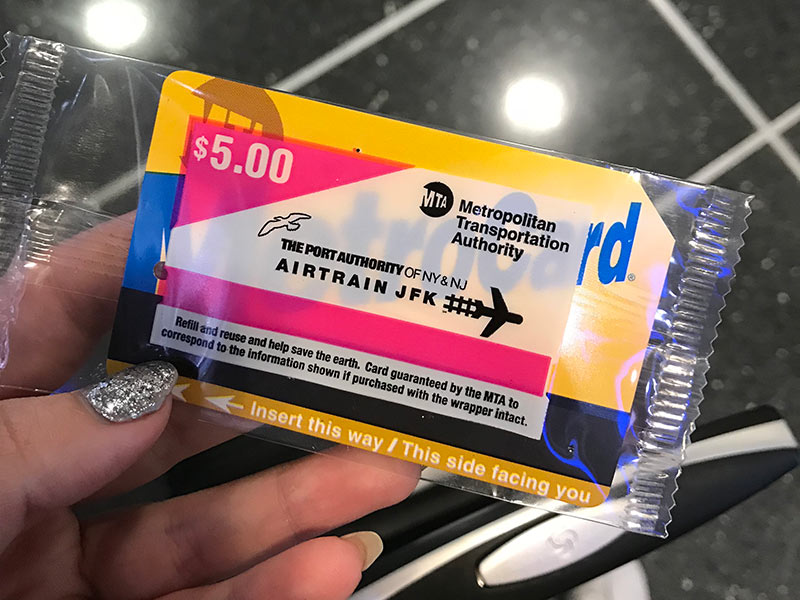 Descubra como chegar nos principais aeroportos de Nova York usando transporte público nesse post! Dicas para o JFK, La Guardia e Newark!
