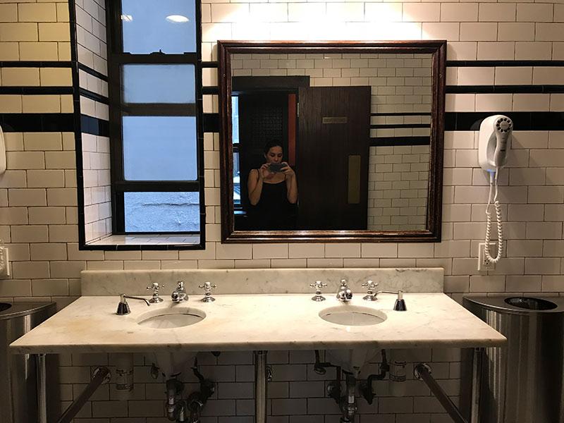 Procurando por um hotel barato em Nova York? Então conheça tudo sobre o The Jane Hotel, com ótima localização e preço amigo!