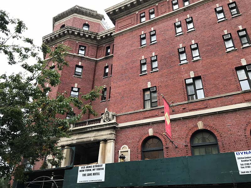 Procurando por um hotel barato em Nova York? Então confira tudo sobre o The Jane Hotel, com ótima localização e preço super amigo!