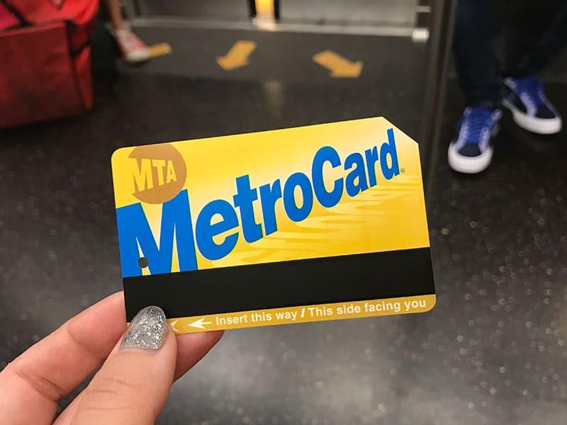 Descubra como usar o metrô de Nova York nesse post! Dicas de como comprar o MetroCard, como navegar pelo sistema de transporte e como não se perder!