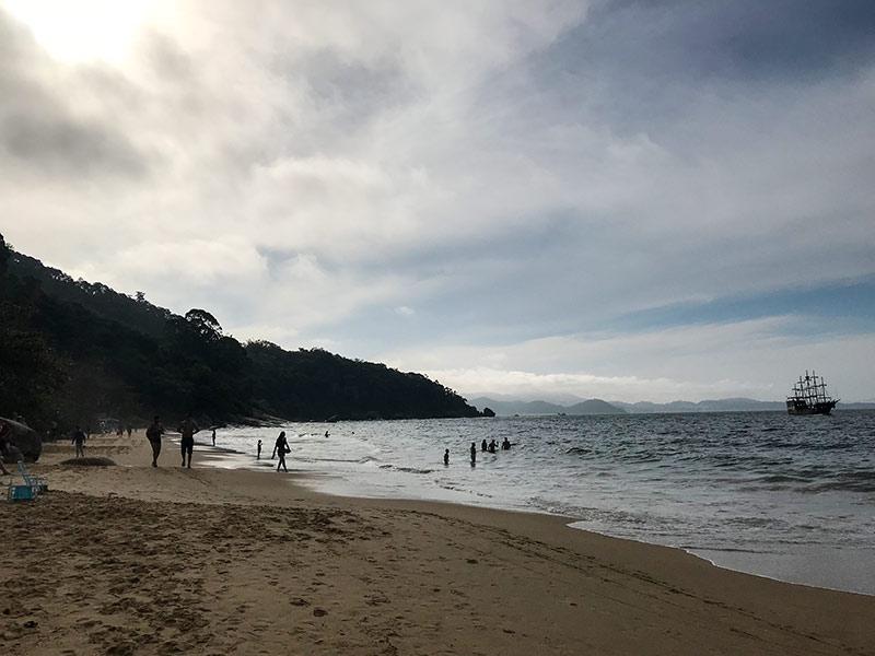 Vai passar um dia em Balneário Camboriú e não sabe o que fazer na cidade? Então confira esse post com dicas das melhores atrações e praias da região!