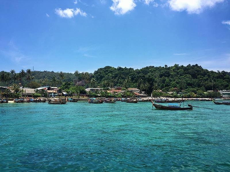 Koh Phi Phi, na Tailândia! Descubra esse e outros 18 destinos de viagem para bombar seu Instagram nesse post!