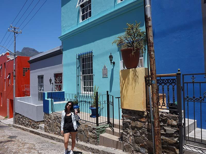 Casinhas coloridas do Bo Kaap, bairro que faz parte do roteiro pela Cidade do Cabo! Confira o que fazer em uma das cidades mais bonitas da África do Sul nesse post!