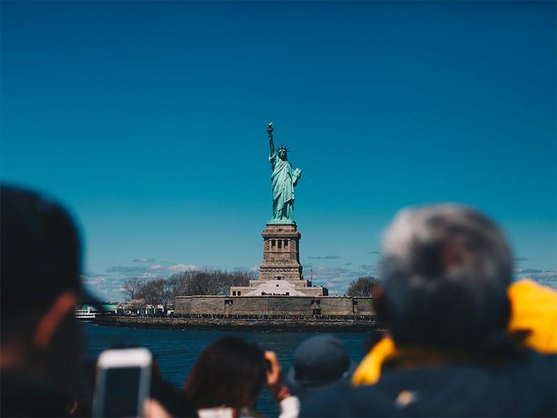 Estátua da Liberdade em NY! Montado seu roteiro por Nova York? Então descubra as atrações que você não pode perder nesse post!