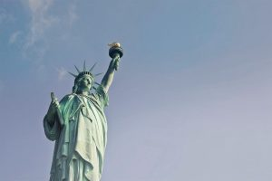 Aprenda a planejar sua viagem para Nova York com esse mini curso grátis! Dicas de hospedagem, documentação, passagens, roteiro, compras e muito mais!