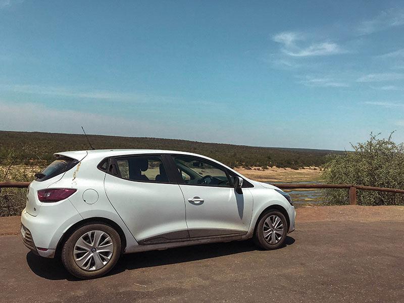 Nosso carro para fazer um safári no kruger park! Veja todas as dicas para fazer um safári na África do Sul nesse post!