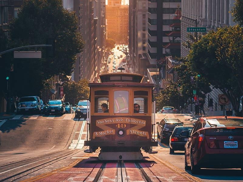 Andar de Cable Car é um passeio imperdível em San Francisco! Aprenda a montar um roteiro pela Califórnia e Las Vegas nesse post! Dicas de o que fazer, onde ficar, melhores cidades e mais!