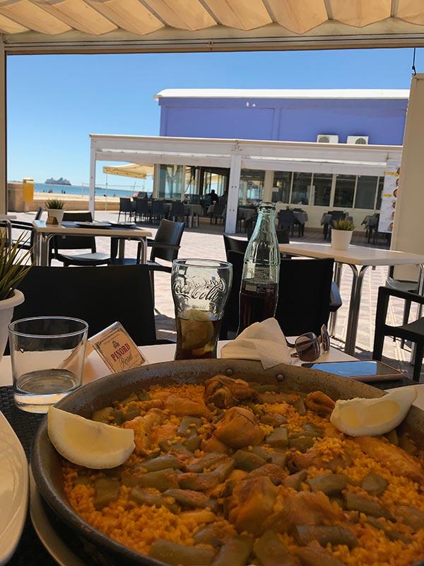 Paella Valenciana, prato típico desse cidade litorânea da Espanha! Descubra o que fazer em Valência e veja um roteiro de 2 dias na região nesse post!