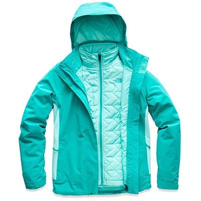Um casaco pesado é um item essencial na sua mala de inverno! Veja o que levar e como fazer as malas para uma viagem no frio nesse post!