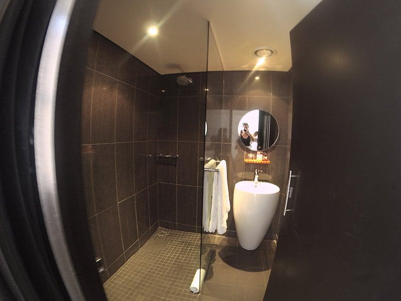 Banheiro do Once in Joburg, um dos melhores lugares onde ficar em Joanesburgo! Veja review completa e faça sua reserva nesse post!