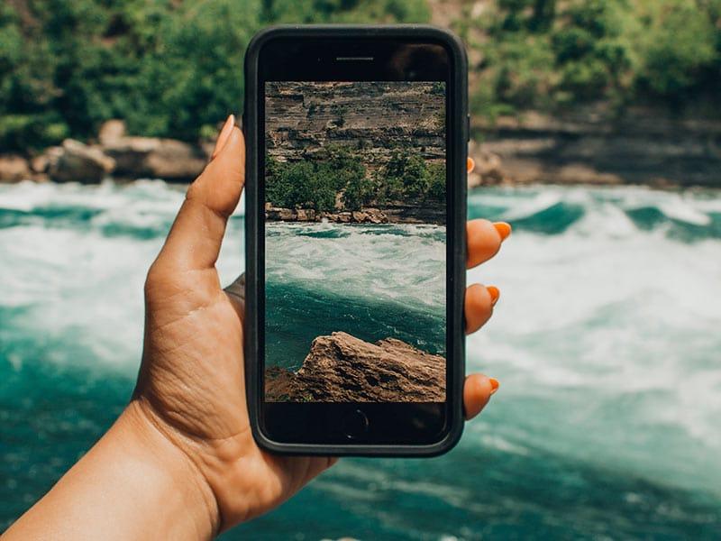 Vai fazer uma primeira viagem internacional? Então compre um chip e mantenha-se conectado o tempo inteiro! Essa é a melhor maneira de usar o Google Maps e outros apps. Confira outras dicas para sua primeira viagem nesse post!