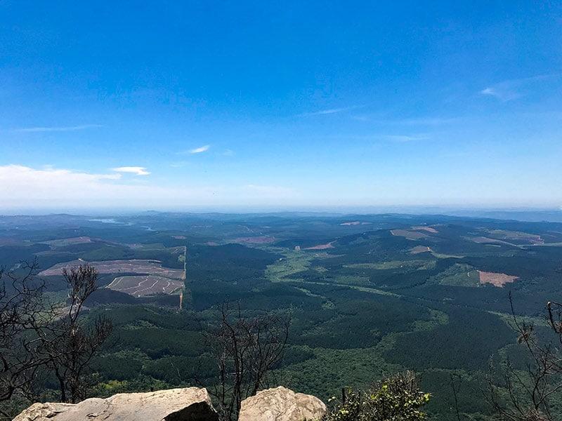 A vista de God's Window, uma das principais atrações da Rota Panorâmica na África do Sul! Veja tudo sobre esse passeio no post!