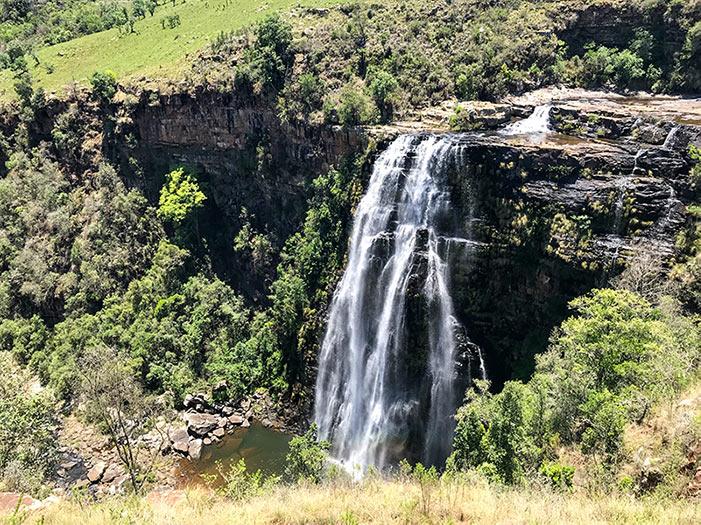 Lisbon Falls, uma das cachoeiras ao longo da Rota Panorâmica da África do Sul! Veja outras atrações incríveis da região nesse post!