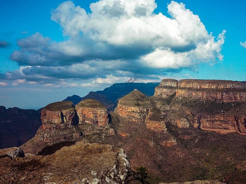 As Three Rondavels são uma das atrações mais impressionantes da Rota Panorâmica da África do Sul! Veja tudo sobre esse passeio imperdível no post!