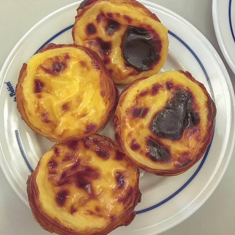 Descubra onde encontrar os melhores pastéis de nata nesse post! Dicas de o que fazer em Lisboa, com atrações, comidas e mais!