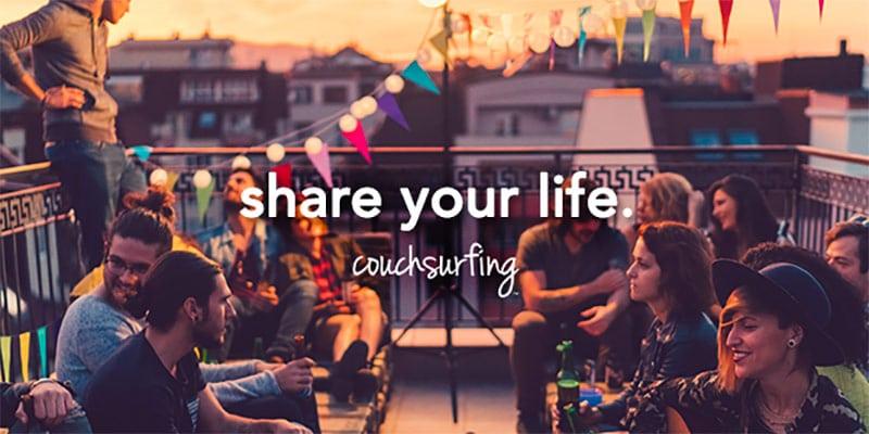 O Couchsurfing é um ótimo app para quem quer conhecer locais e trocar um pouco de cultura! Descubra esse e outros sites que vão te ajudar a economizar na sua viagem nesse post!